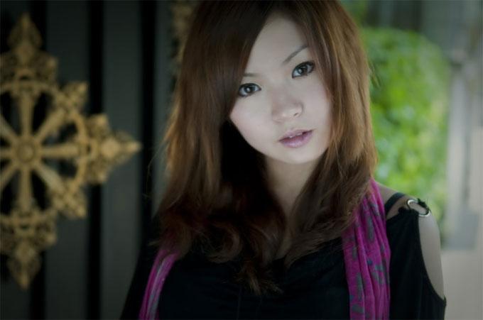 茶髪の美しい女性
