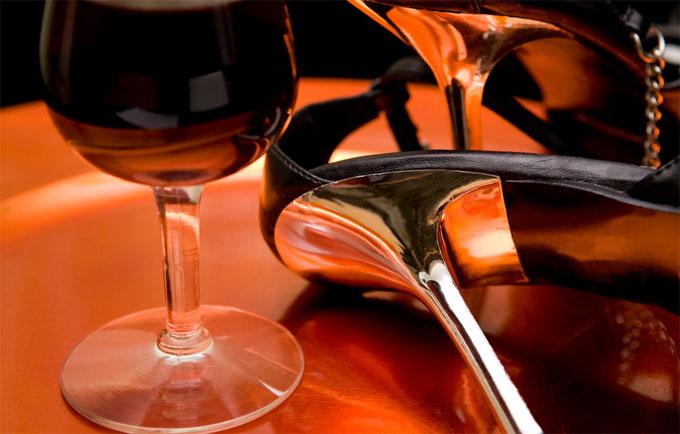 ワイン・ハイヒール・水商売のイメージ